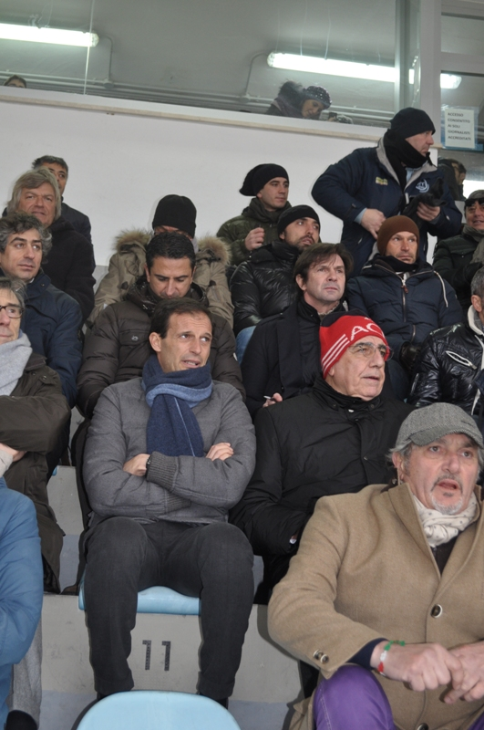6 allegri e galliani in tribuna.jpg